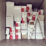 verhuisdozen in container